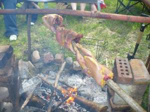 Participants at the Omaha ZRS preparedness retreat learned how to dress and cook chickens for their dinner.