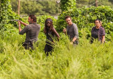 the-walking-dead-episode-709-rick-lincoln-michonne-gurira-935.jpg